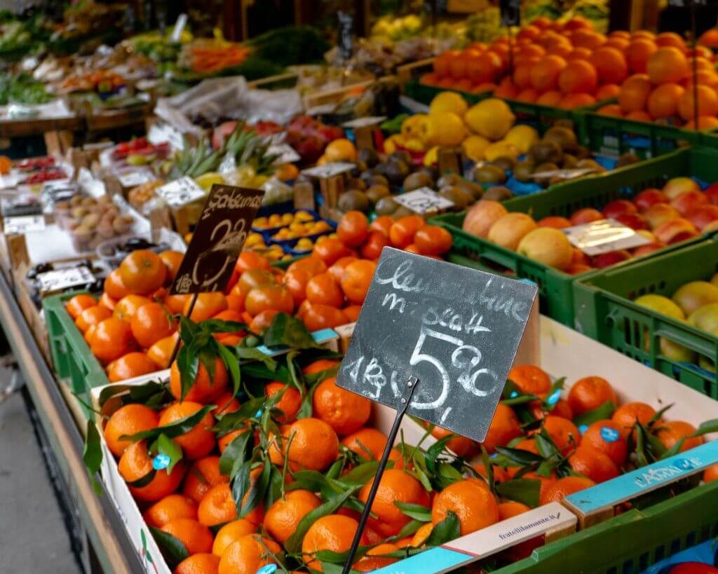 A picture of a fruit stand at Naschmarkt in Vienna