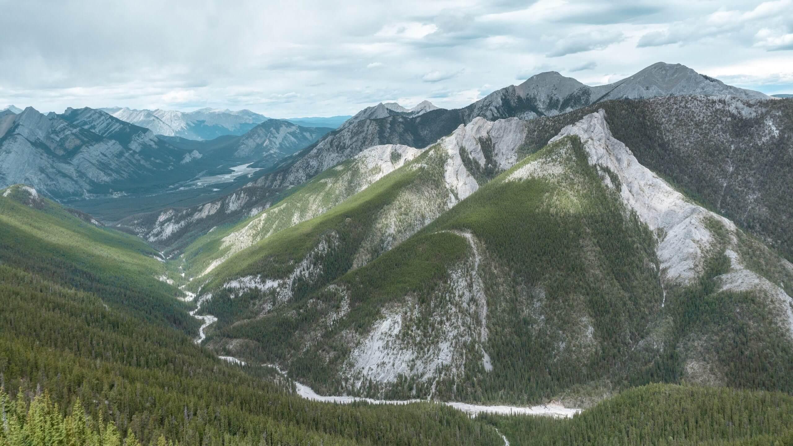 Breathtaking day hike in Alberta – Wasootch Ridge