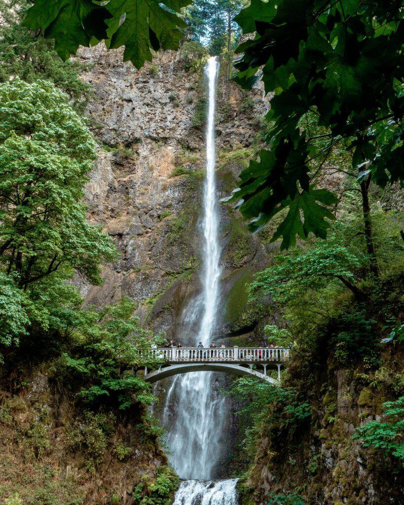 Iconic picture of Multnomah Falls in Oregon.