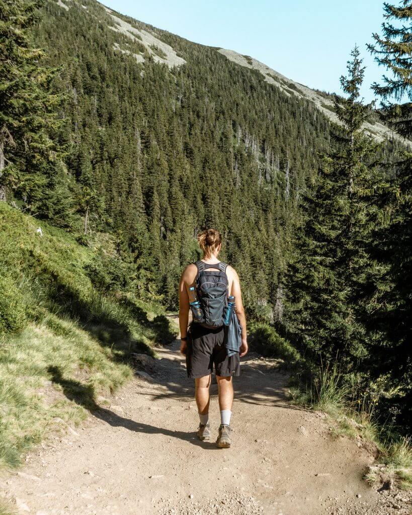 Dom hiking back down to Pec Pod Snezkou.