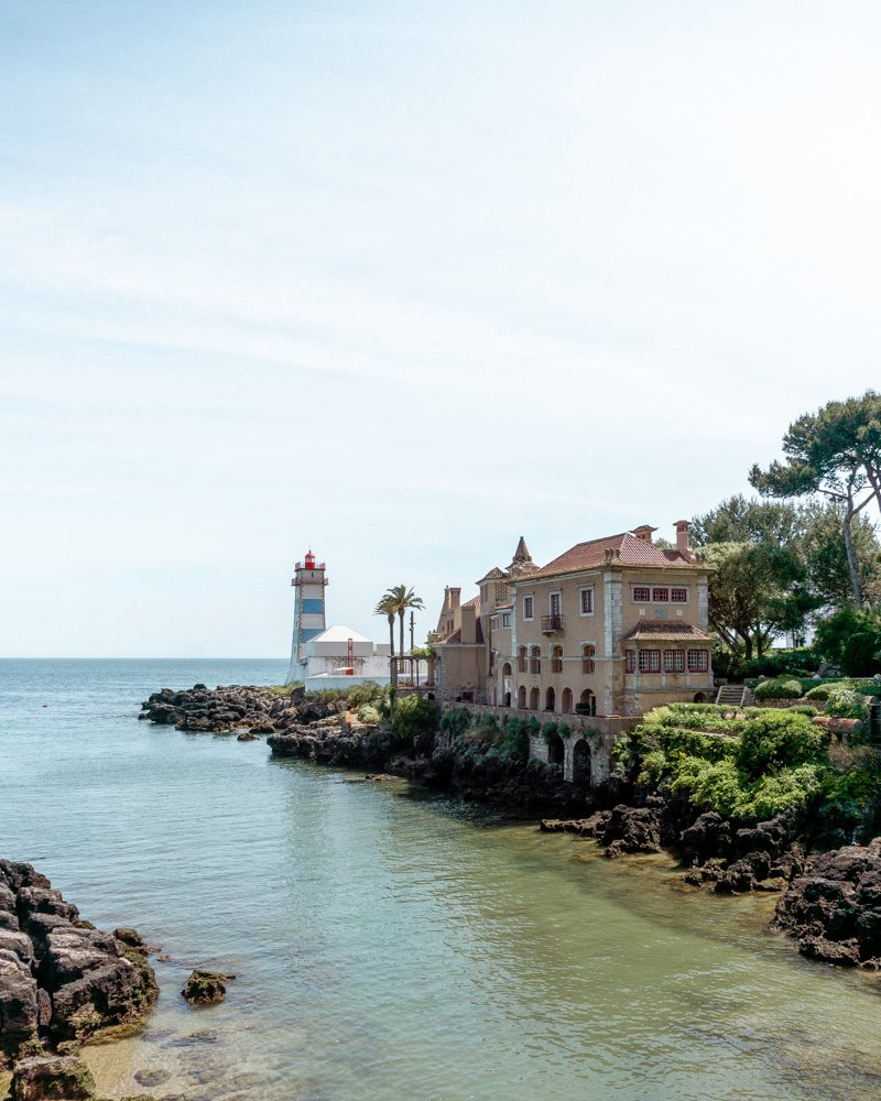 Picture of the lighthouse in Cascais.