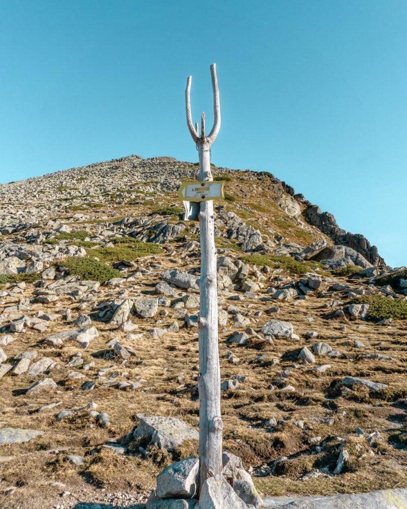 The coat-hanger mark in the Pirin National Park.